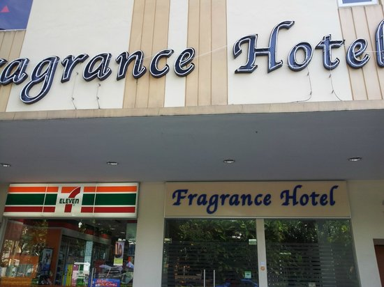 Fragrance Hotel - Bugis: Main Entrance