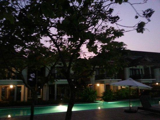 Ramada Resort Cochin: pool at night