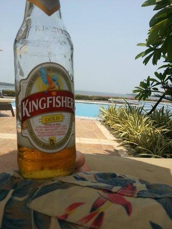 Ramada Resort Cochin : Cold Kingfisher at the pool