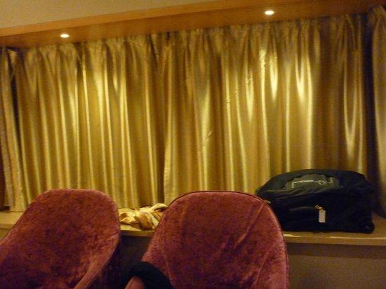 Shanghai Sky Rainbow Hotel: Room
