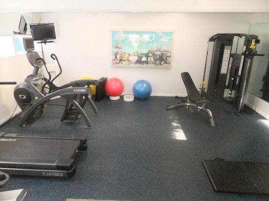The Park Central: Hotel gym