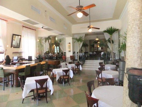 The Park Central: Hotel lobby