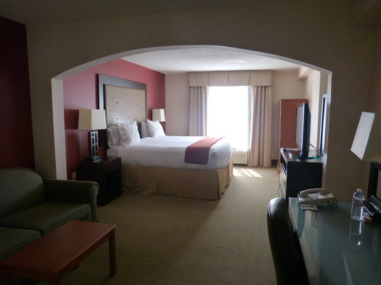 Holiday Inn Express Louisville: Inside Room