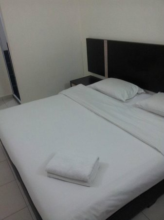 ND Hotel: bed