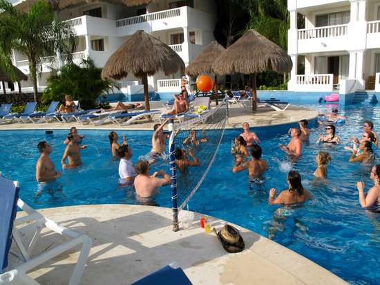 Grand Sunset Princess All Suites Resort: Party pool drinking vollyball
