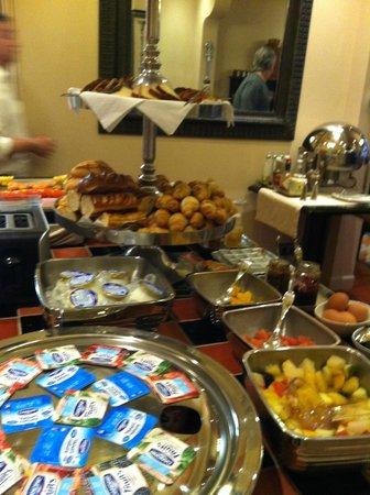 Villa Lara Hotel: Breakfast Buffet, Villa Lara