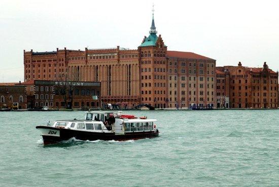 Hilton Molino Stucky Venice Hotel: Aspecto del edificio