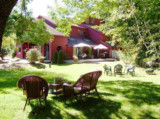 Shaker Mill Inn : The garden