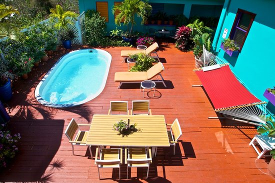 St. John Inn: overlooking the pool deck