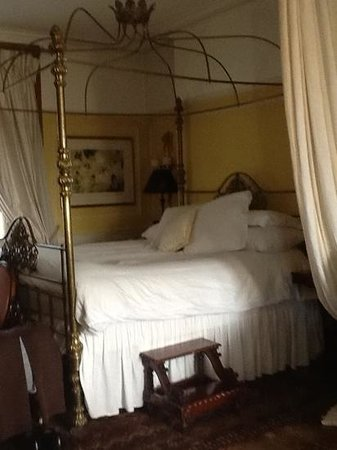Osborne House: Our Very High Four Poster Bed