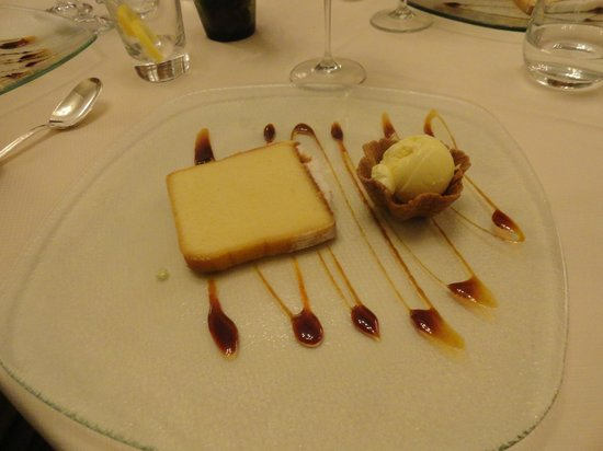 Hotel Savoy: Pound cake from USA greatly enhanced by Savoy