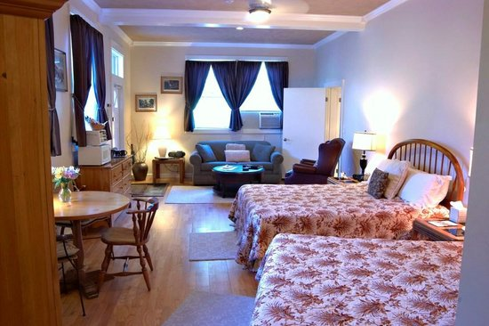 Shaker Mill Inn: The Catamount Room