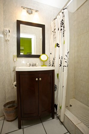 St. John Inn: all rooms have private baths