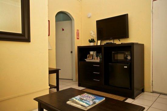 St. John Inn: m/w, flat screen hd tv, coffee maker, fridge in each room