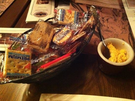 Golden Bee: crackers and cheese upon arrival