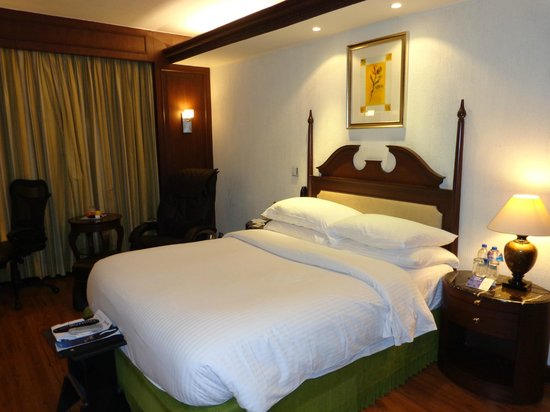 Radisson Blu Hotel GRT Chennai: The Sleep Zone Kind Size Bed