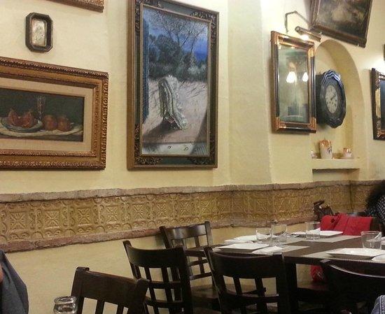 Foto de El Churrasco, Córdoba: cuadros en comedor superior - TripAdvisor