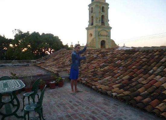 Colonial Margely: Il campanile al tramonto