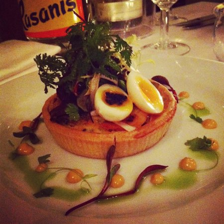 Casanis: Tarte aux Fruits de Mer (seafood and leek tarte with quail egg and lobster dressing)