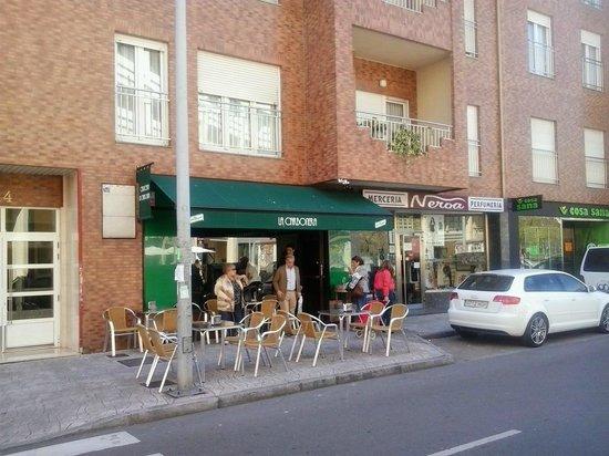 La Carbonera: Fachada y terraza