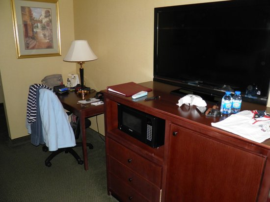 BEST WESTERN PLUS Redondo Beach Inn: Desk