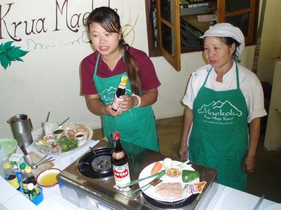 Maekok River Village Resort: Matlagningsskola på gång
