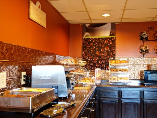 Quality Inn & Suites Medical Park: Complimentary Breakfast