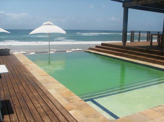 White Pearl Resorts, Ponta Mamoli: Pool by beach bar