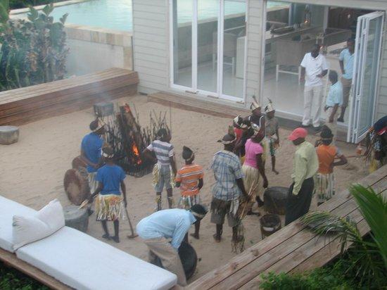 White Pearl Resorts, Ponta Mamoli: African dancing troupe
