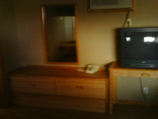 Sand Spring Resort: Tv and dresser area, to the left is the bathroom