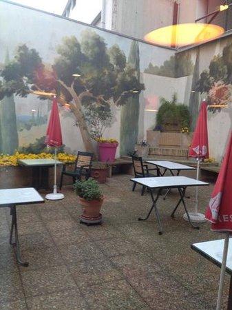 Ibis Marseille Timone : une terrasse en plein centre