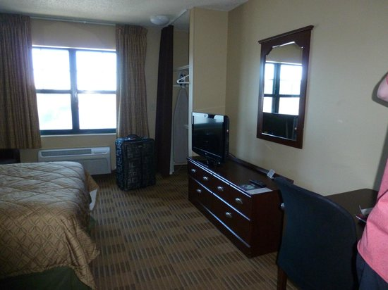 Extended Stay America - Secaucus - Meadowlands : View of room (from door)