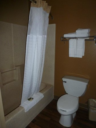 Extended Stay America - Secaucus - Meadowlands : Toilet/shower