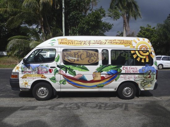 Tropic Days Backpackers : The shuttle bus!