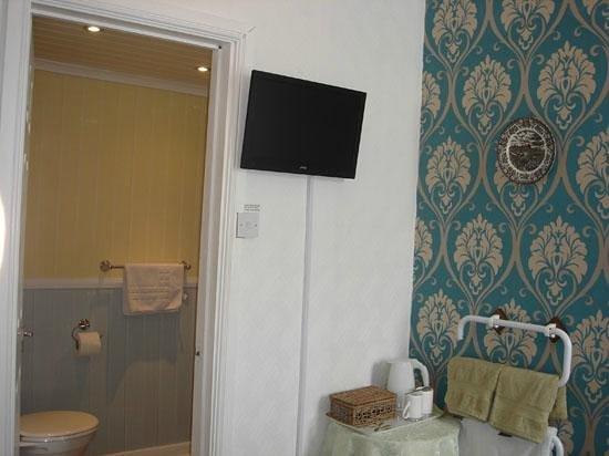 Lyndene Guest House: Room 2