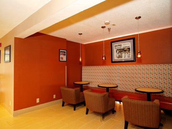 Quality Inn & Suites Medical Park: Conversation Center