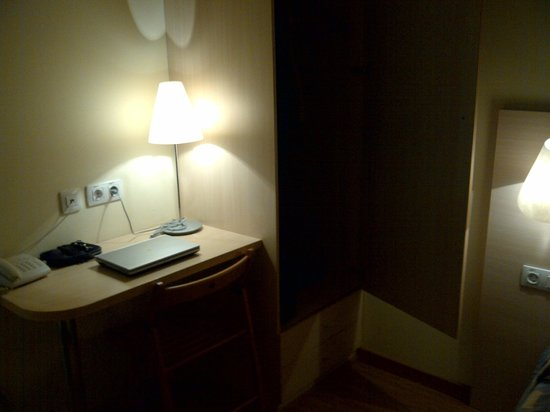 Basic Hotel: Bureau
