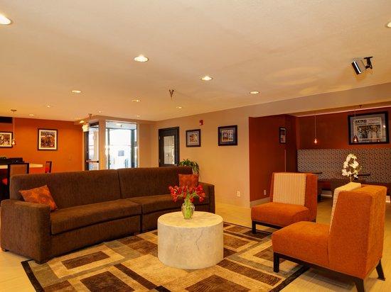 Baymont Inn & Suites : Our New Cozy Lobby