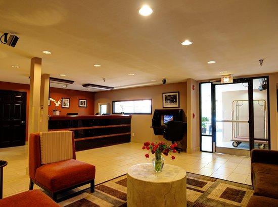 Baymont Inn & Suites : Lobby Area