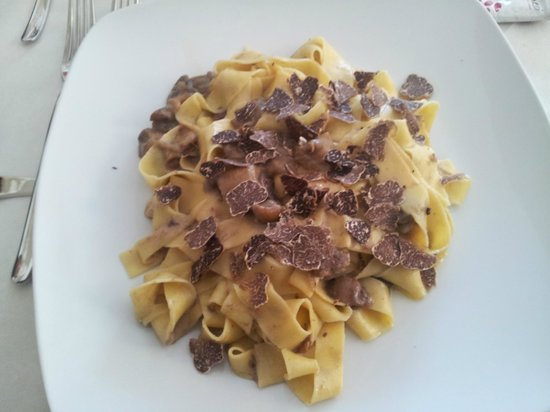 L'Angolo Ristorante & Pizzeria: fettuccine porcini e tartufo