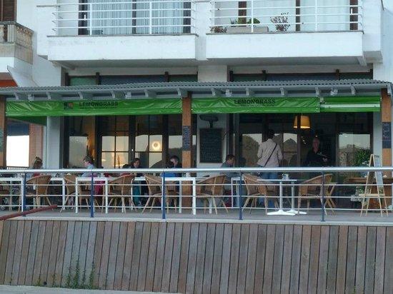 Lemon Grass Thai Kitchen : busy terrace