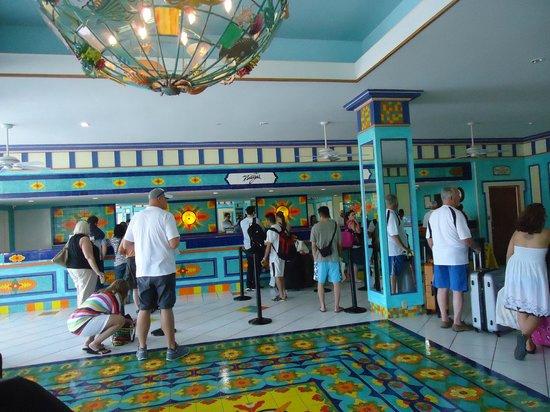 Breezes Resort & Spa Bahamas: Check in