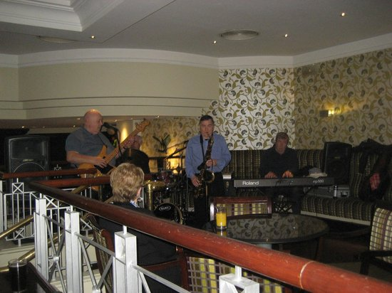 Europa Hotel - Belfast: Jazz Band in the Lobby Bar