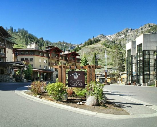 Red Wolf Lodge at Squaw Valley: Nearby Shopping Village and Squaw Valley Resort