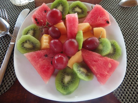 Pacific Bay Resort: Breakfast Fruit