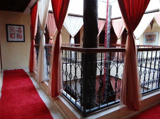 Riad Hamdane et SPA : couloir desservant les chambres du second étage