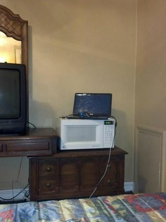 Berkeley Springs Motel: room