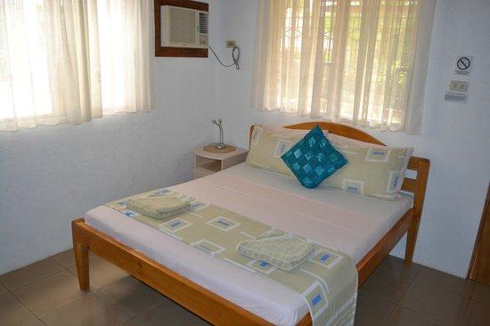Isla Hayahay: room