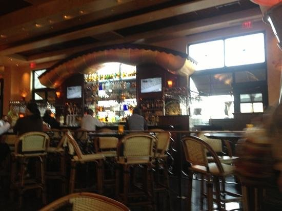 The Cheesecake Factory : bar area