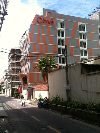 Citrus Sukhumvit 13 by Compass Hospitality: Approach along Soi 13 from Sukumvit